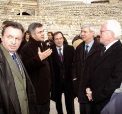 Visite officielle du chantier du théatre antique d'Arles
