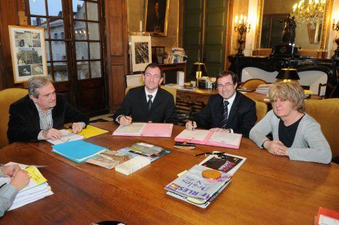 Signature de l'acte Ville  SNCF terrain