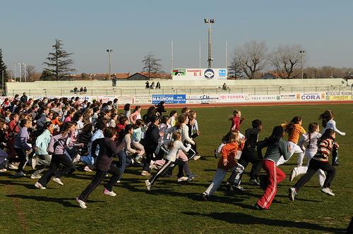 Les athlètes en herbe courent à Fournier devant leurs parents sous ...