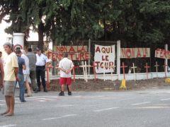 manifestation devant papeterie etienne