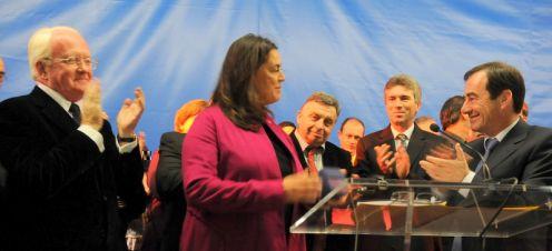Maja Hoffmann reçoit la médaille de la Ville d'Arles