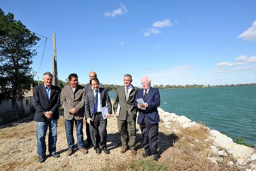Arles info renforcement des digues salin de giraud - Office du tourisme salin de giraud ...
