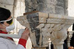 Cloître Saint-Trophime: test de nettoyage au laser, 2009