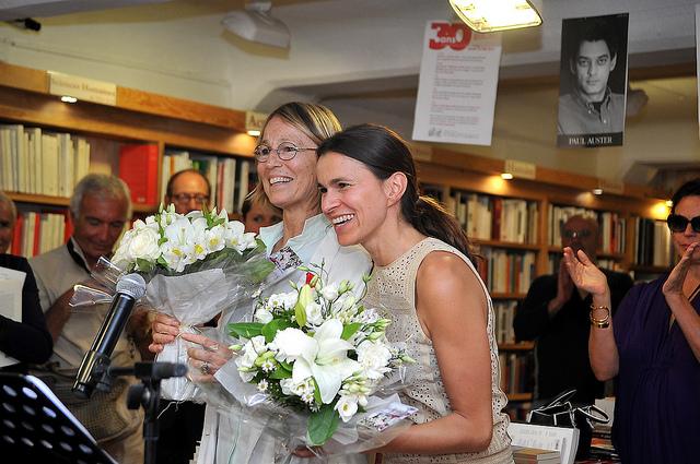 Françoise Nyssen, directrice générale des éditions Actes Sud a reçu la Légion d'honneur des mains de la ministre de la Culture, Aurélie Filippetti. Phoro Ville d'Arles
