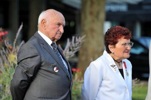 Lors de la cérémonie du 69e anniversaire de la Libération d'Arles, Étienne Girard a reçu des mains d'Eliane Mezy, les insignes de Chevalier dans l'Ordre National de la Légion d'Honneur.
