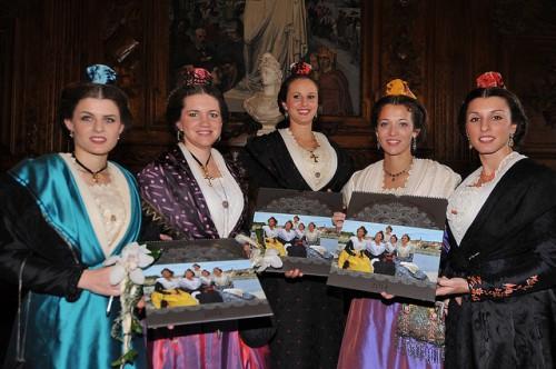 Présentation du calendrier 2014 de la Reine