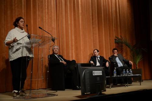 Maja Hoffmann, présidente de la Fondation Luma, aux côtés de Francis Guillot président de la CCi du Pays, de Hervé Schiavetti, maire d'Arles et de Mohamed Rafaï Conseiller régional. Photo db. Ville d'Arles