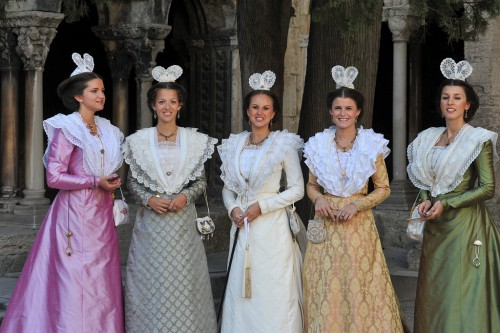 fete du costume 2011 pm défilé reine d arles