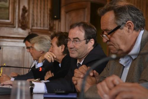 Luc Jalabert, directeur des arènes, Hervé Schiavetti le maire d'Arles lors du bilan de la feria