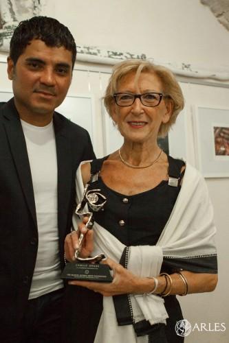 Remise du prix du documentaire 2014 de la fondation Manuel Rivera-Ortiz à la mére de Camillle Lepage.