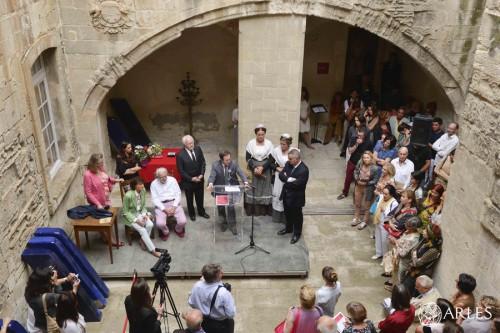 L'hommage à Lucien Clergue, dans la cour du Musée Réattu. photo Romain Boutillier, ville d'Arles