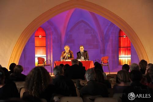 L'ouverture des assises de la traduction, à la chapelle du Méjan, avec Bernard Hœpffner, président de l'association Atlas et le maire d'Arles, Hervé Schiavetti. photo P. Mercier, ville d'Arles.