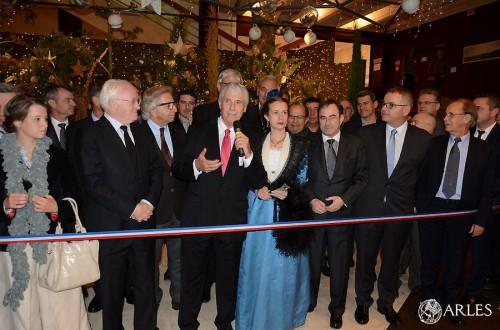 Le président de la CCI du pays d'Arles, Francis Guillot, inaugure ouvre le Salon Provence Prestige. photo D. Bounias, ville d'Arles