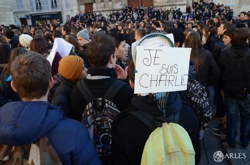 Les lycéens d'Arles mobilisés place de la République. photo Daniel Bounias/ville d'Arles