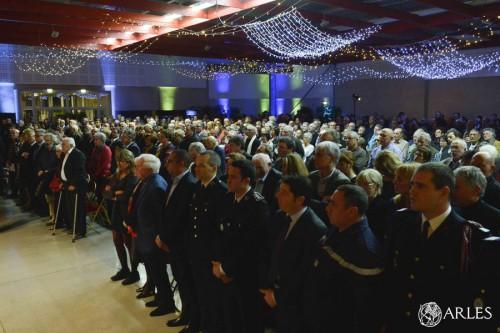 Après le discours du maire, toute l'assemblée a entonné La Marseillaise. photo R. Boutillier/ville d'Arles