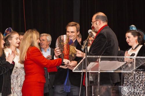 Juan Bautista reçoit le prix du triomphateur de la temporada 2014. C'est le 4ème de sa carrière. photo O. Quérette, ville d'Arles.