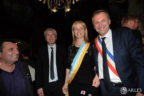 Aurore Raoux et Nicolas Koukas, élus conseillers départementaux, le 29 mars 2015. photo Patrick Mercier, ville d'Arles.