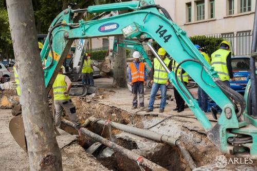 Réparation d'une canalisation endommagée boulevard Emile Combes. photo O. Quérette/ektadoc/ville d'Arles