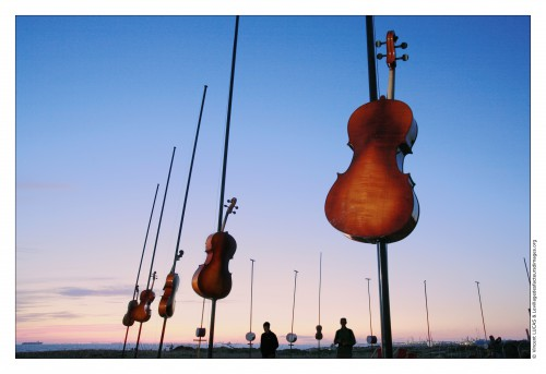 Champ harmonique est proposé du 26 mai au 6 juin 2010 Pointe de Bonnieu, plage des Laurons à Martigues dans le cadre de L'Odyssée de Martigues