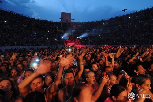 8000 fans en délire ont assisté au concert. photo P. Mercier, ville d'Arles
