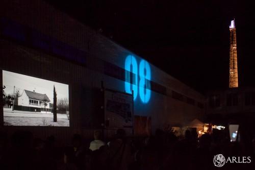 La nuit de l'année 2015 à Arles, quartier Trinquetaille, anciennes papeteries Etienne, lors des Rencontres de la Photographie d'Arles.