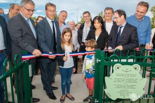 Inauguration au Centre hospitalier Joseph Imbert d'Arles d'un jardin thérapeutique destiné aux enfants souffrant de déficience moteur handicapante.
