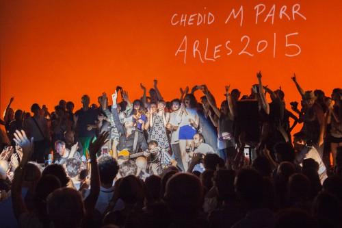 Au théâtre antique d'Arles, rencontre en musique entre Martin Parr et Mathieu Chedid, lors des rencontres internationales de la photographie d'Arles 2015.