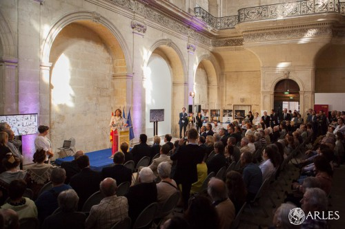 Martine Vassal présidente du conseil départemental des Bouches--du-Rhône, visite le Museon Arlaten, rue de la République à Arles, en présence du maire Hervé Schiavetti.