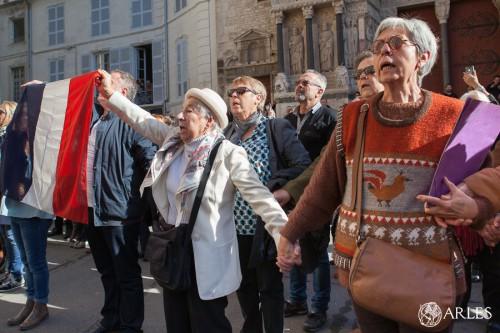 Arles, place de la République, hommage aux victimes des attaques terroristes du 13 novembre 2015 à Paris.