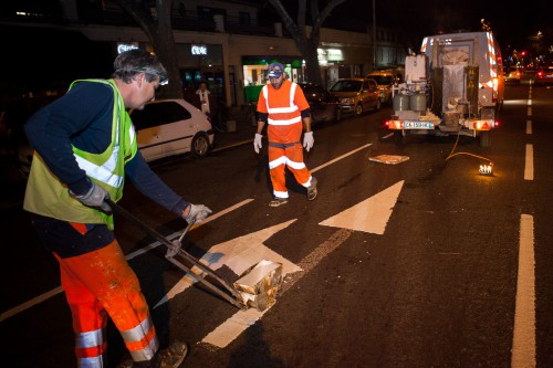 Réfection de la signalétique de la chaussée boulevard des Lices à Arles.