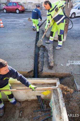 Travaux d'aménagement pour le passage de la fibre optique par l'entreprise Mazon, rue Emile Fassin.