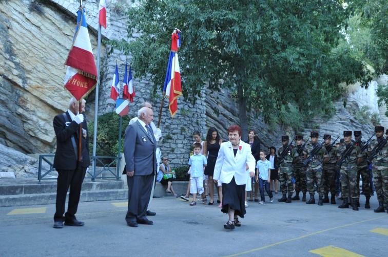Cérémonies du 69ème anniversaire de la libération d'Arles et remise légion d'honneur à Etienne Girard pm