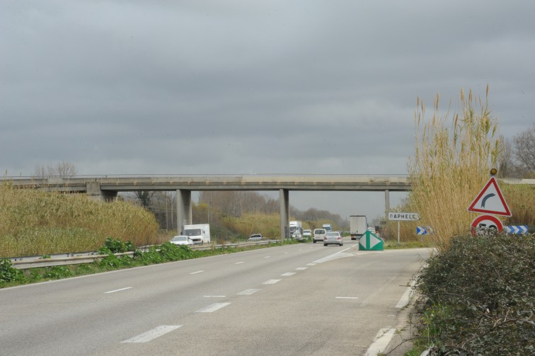 Pont sur la RN 113 à Raphèle pm *** Local Caption *** Pont sur la RN 113 à Raphèle