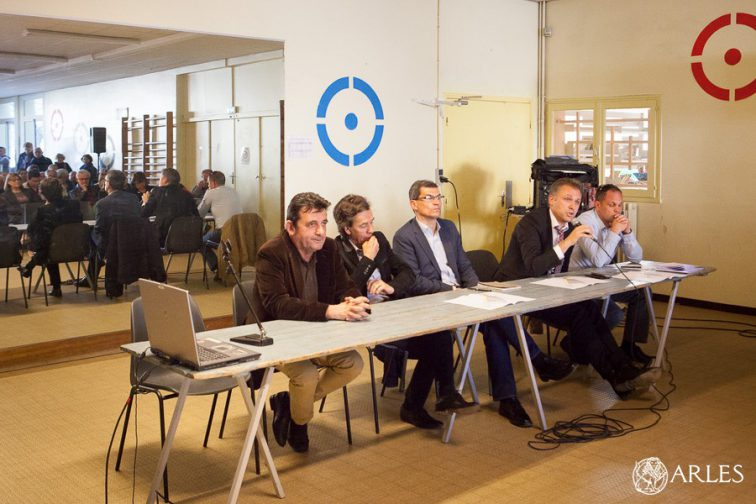 Réunion d'information à école Benoit-Franck sur le nouveau Parking P5 et l'aire des camping-cars à Trinquetaille.