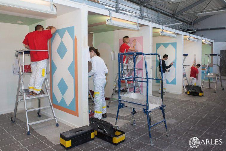 Le CFA-BTP d'Arles. Formations théoriques en classe, et ateliers pratiques en climatisation, maçonnerie et peinture.