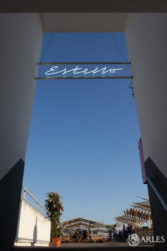 L'Estello, espace expo et restauration sur le toit du parking du boulevard des Lices.