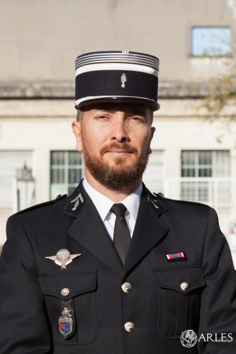 Prise de commandement du chef d'escadron Gaël Sallio à la gendarmerie d'Arles