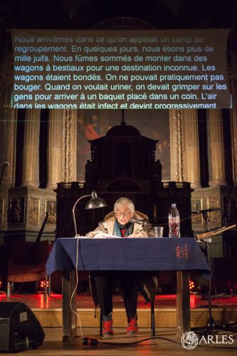 Concert rap de Microphone Mafia avec Esther Bejarano à l'église Saint-Julien à Arles. En préambule, Esther Bejarano lit son vecu au camp d'Auschwitz.