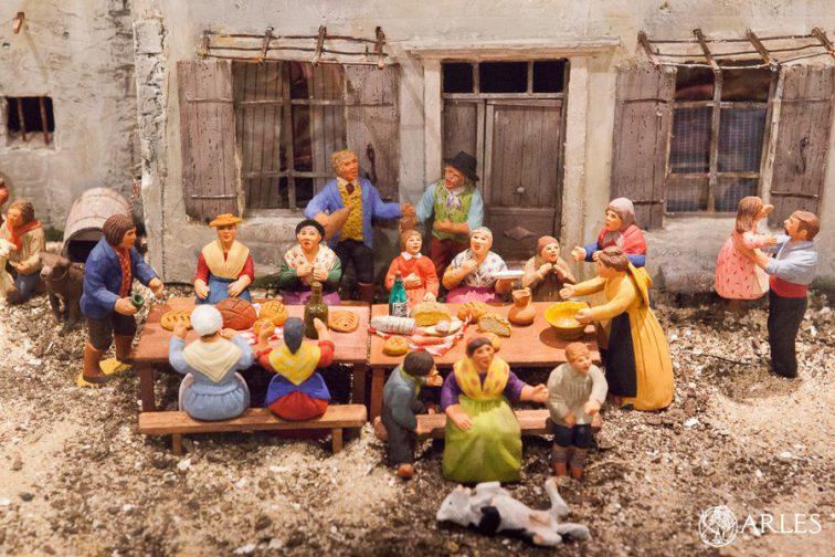Un repas à la ferme presque aussi vrai que nature, grâce au talent des santonniers. photo O. Quérette/ektadoc/ville d'Arles