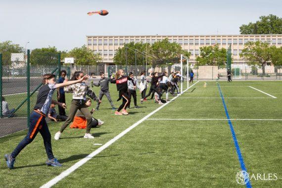 Les collégiens de Van Gogh et plusieurs associations sportives profitent d'un stade entièrement rénové. L'inauguration est prévue le 1er juin. Photo Olivier Quérette - ektadoc - Ville d'Arles