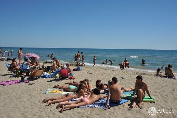 Il fait bon se baigner à Arles ! Les eaux de baignade des plages de Piémanson et Beauduc viennent d'être classées trois étoiles (Qualité Excellente) pour l'été 2019. C'est la deuxième année consécutive qu'elles obtiennent le meilleur classement possible. Photo Patrick Mercier / Ville d'Arles